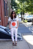 white white denim KUT from the kloth jeans - black ray ban StyleMint sunglasses
