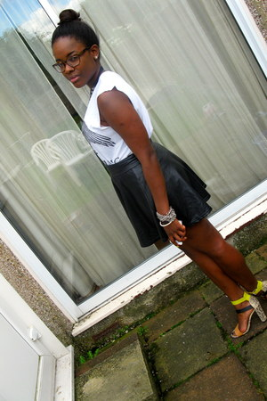 River Island t-shirt - American Apparel skirt - Zara sandals