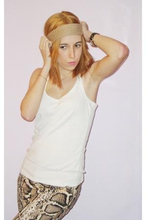 Bershka t-shirt - Zara pants - Primark shoes - H&M accessories