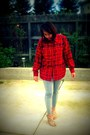 Gold-nine-west-wedges-black-and-white-pants-red-vintage-top