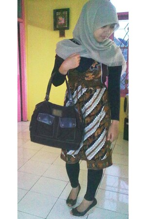 batik dress - vintage bag - Austin wedges
