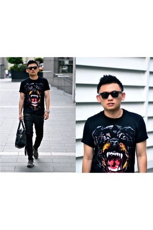 Givenchy t-shirt - Zara jeans - TODs bag - Christian Louboutin loafers