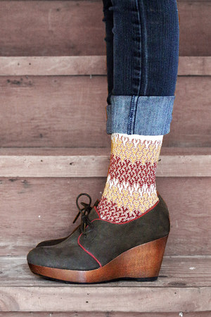 black cuffed vintage jeans - brown patterned vintage socks