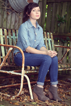 gray farylrobin boots - blue cuffed cotton jeans - blue button down cotton shirt