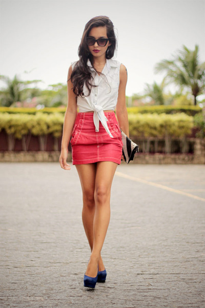 red jeans Colcci skirt - black Doc Dog bag - blue Di Santinni pumps