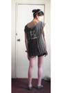 Heather-gray-oxfords-shoes-pink-tights-charcoal-gray-shorts-gray-shredded-