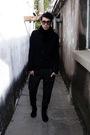 Black-scarf