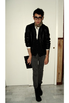 black jacket - gray jeans - black boots - black wallet - white shirt - blue card