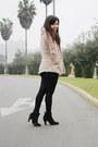 Axxs-boots-blanco-coat-caffarena-tights-xiomi-shorts-marquis-top