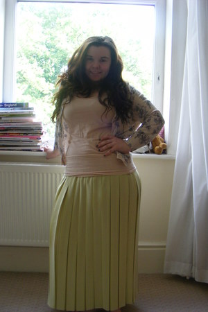 chartreuse thrifted vintage skirt - nude Primark vest - beige cotton on cardigan