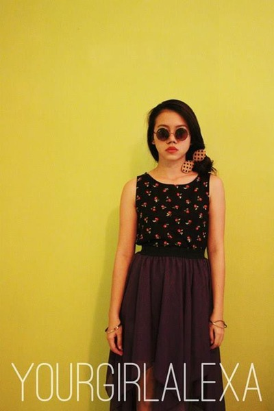cherry crop top thrifted vintage top - ray ban Ray Ban sunglasses