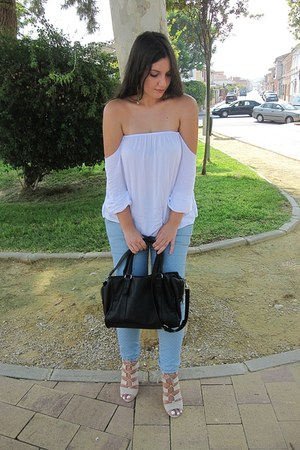 sky blue Zara jeans - black Stradivarius bag - camel Stradivarius heels