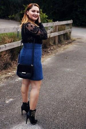 blue skirt - black boots - black bag