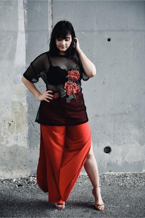 black lola shoetique top - ruby red Cutsom Designs by Alice Marie pants