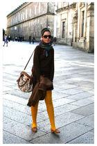 gold H&M tights - brown Easy Wear jumper - brown Primark bag - brown formul jove