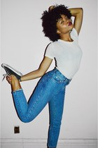 blue vintage Gap jeans - off white jersey H&M t-shirt