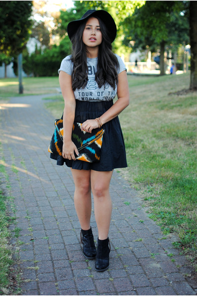 black Dolce Vita boots - black Urban Outfitters hat