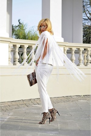 white fringed Atelier Jaisse vest - camel H&amp;M necklace - white blacn Zara pants