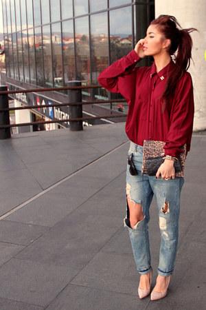 teal ripped denim Motivi jeans - brick red burgundy H&M shirt
