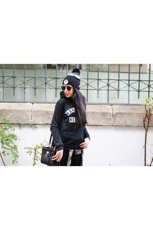 black Vans hat - black Michael Kors bag - black zaful hoodie
