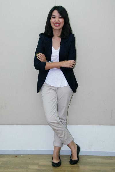 Creative  Blazer Brown Blazer White White Pant Black Blazer Outfit Work White