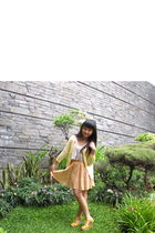 yellow cardigan - yellow facebookcomgowigasa skirt - gold Heatwave shoes