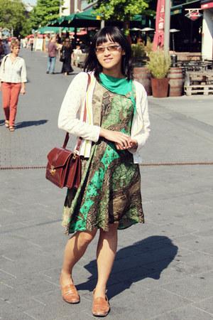 dark brown vintage purse - green batik unbranded dress ed998dc8310