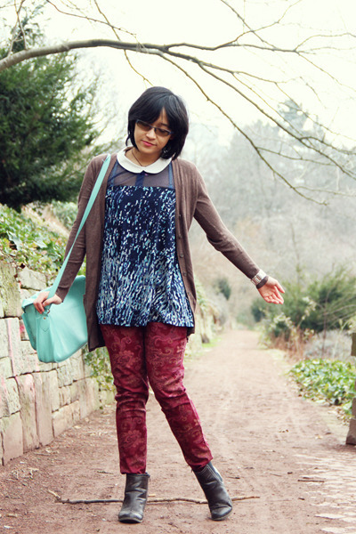 dark brown chelsea Deichmann boots - aquamarine satchel Typo bag