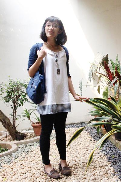 navy shoulder Kipling bag - white mini Connexxion dress - black siss leggings