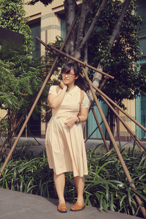 brown old bag - beige backless Ask by Asky dress
