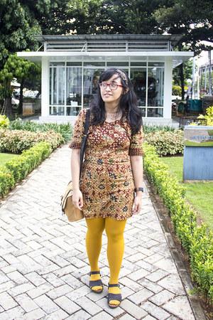 camel batik hand-me-down dress - gold tights - mustard satchel Ebay purse