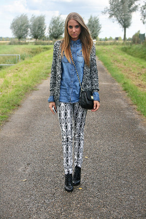 charcoal gray wool H&M sweater - black Axi Schoen shoes