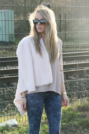 light pink fluffy H&M jacket - blue pieces jeans