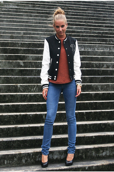 black H&M jacket - blue H&M jeans - brick red H&M top - black van haren heels