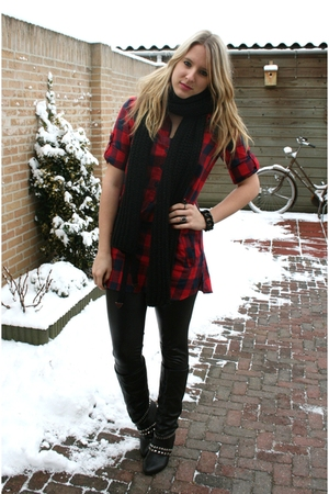 red Bershka blouse - black H&amp;M scarf - black Primark boots