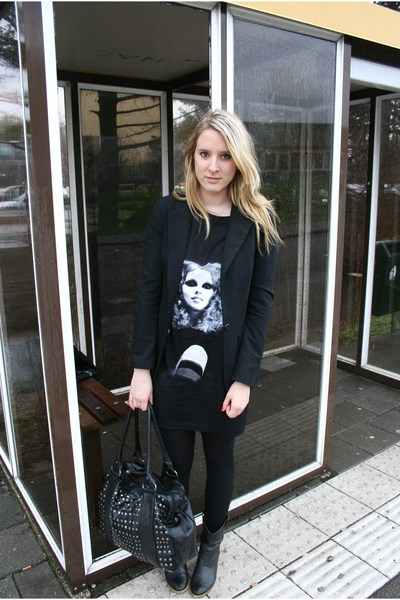 black H&M t-shirt - black New Yorker boots - black pieces purse - Primark blazer