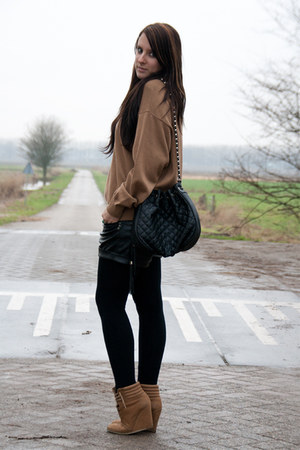 camel Zara shoes - camel vintage sweater - black Bershka shorts