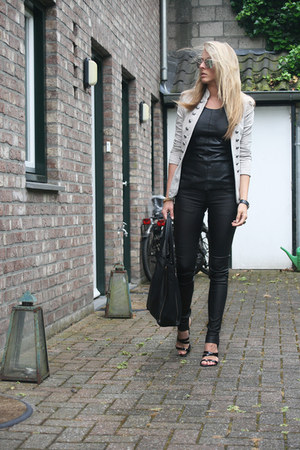 black leather Zara top - camel Nancy Mode blazer