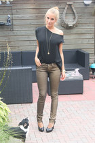gold Nancy Mode jeans - black Zara top - black van haren heels