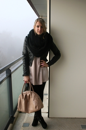 pink H&M bag - black New Yorker boots - black H&M jacket - black H&M leggings