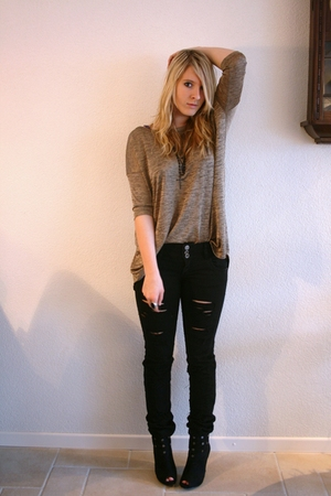 black Zara pants - black New Yorker boots - gold H&M top