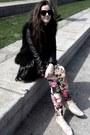 Floral-leggings-faux-fur-vest-sneakers