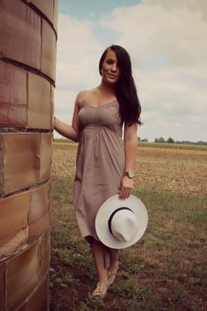 panama Target hat - periwinkle-grey BarIII dress