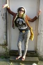 hat - blazer - shirt - t-shirt - belt - jeans