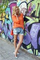 H&M blouse - Levis shorts - Zara flats