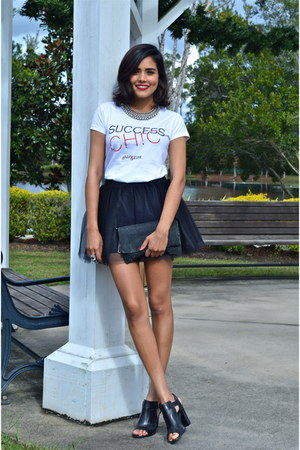 black Blisstulle skirt - white success identity t-shirt
