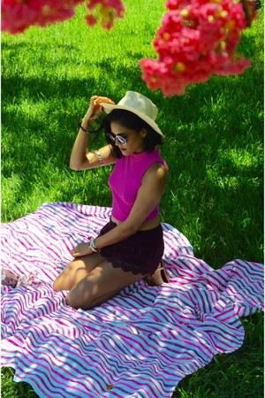 hot pink Las Bayadas accessories