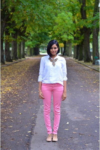bubble gum Zara jeans - gold Zara necklace