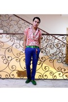 dark green suede Shoes loafers - ruby red printed philosphy shirt - blue pants