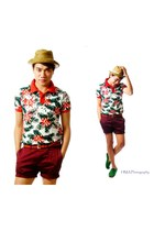 ruby red Splash shirt - brick red H&M shorts